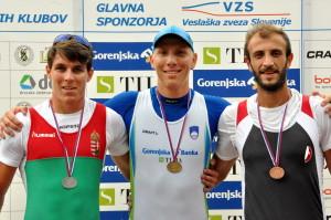Matej Grobelnik (v sredini)