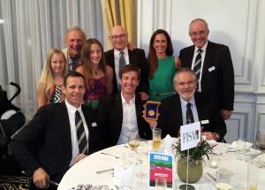 stojijo od leve: hči Amber, Martin Cross, hči Ruby, John Boultbee, žena Petra, Mike Sweeney (častni član Councila FISA) sedijo od leve: Jean-Christophe Rolland, Iztok Čop, Dominik Keller